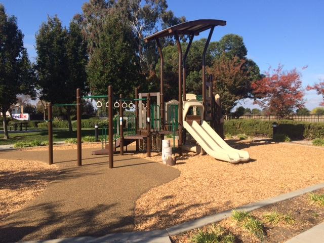 riverwalk-playground-02